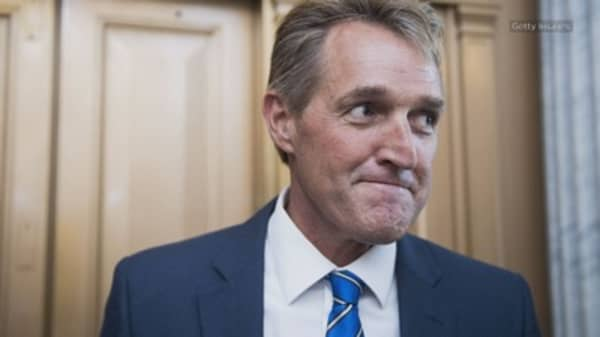 Flake eyes 2020 primary challenge to stop Trump