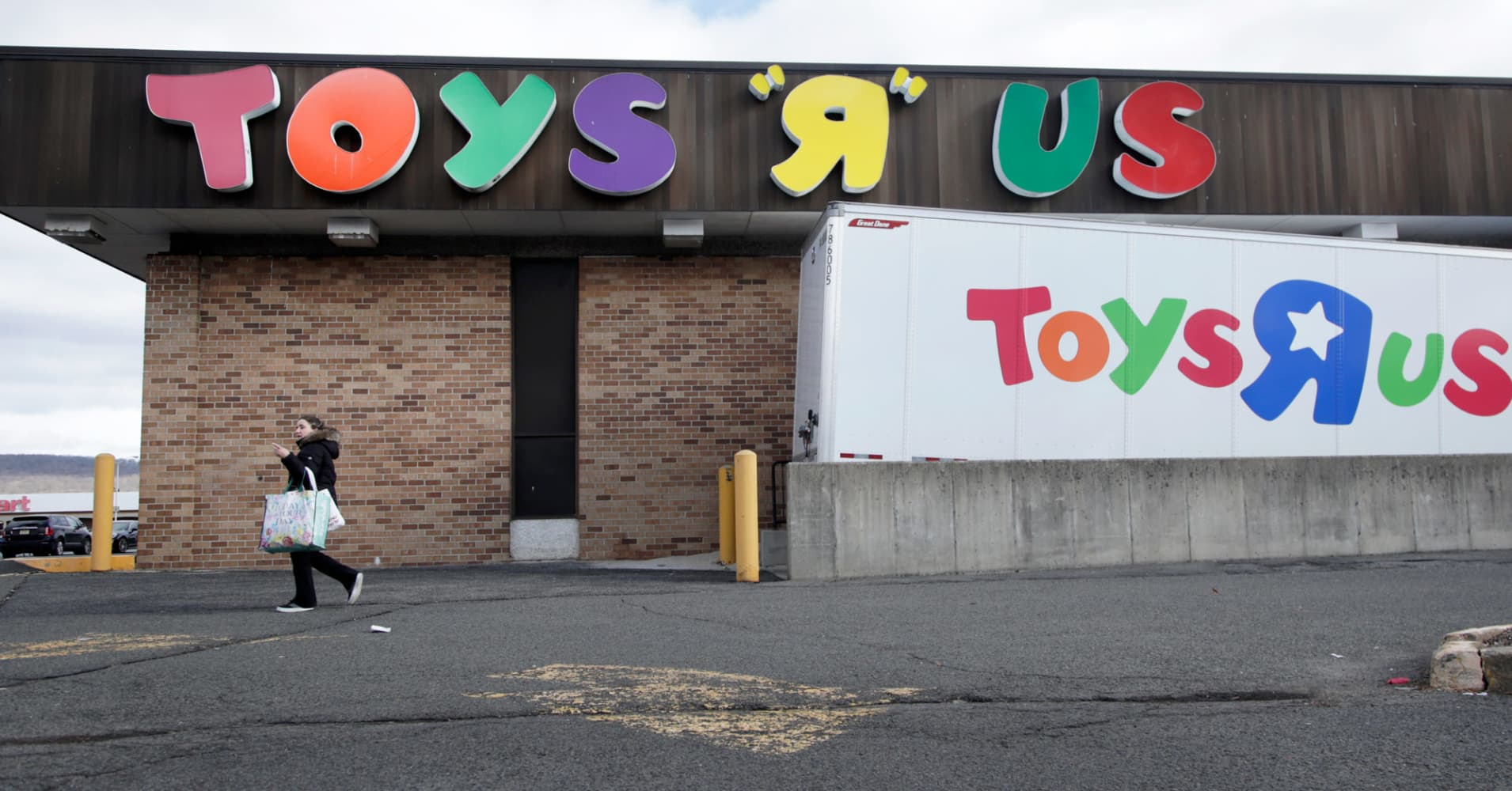 Toys R Us closures will leave hundreds of vacant stores on the market with few obvious replacements | CNBC