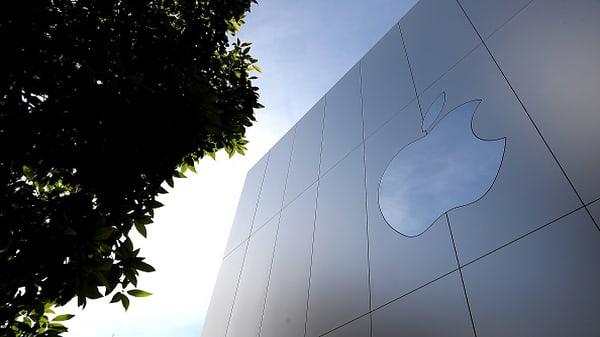 Apple nears $1 trillion market cap