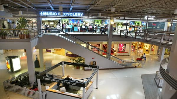 Experts weigh in on how to fix shopping malls