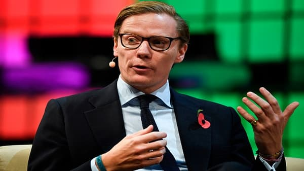Cambridge Analytica suspends CEO Alexander Nix