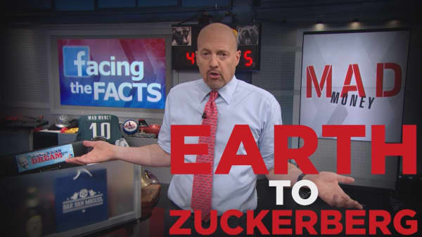 Cramer Remix: Here's how Mark Zuckerberg should respond to Facebook's crisis