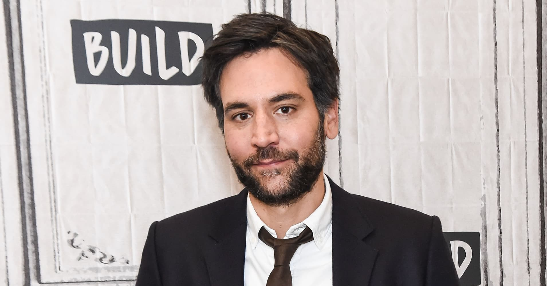 How rise and how i met your mother star josh radnor spends money josh radnor reveals he was still living in a 750 sublet while starring on how i met your mother heres why ccuart Image collections