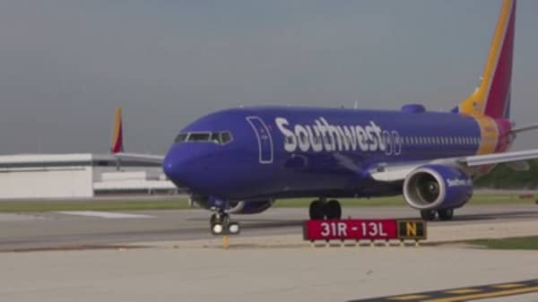Southwest Shares Tumble After Airline Warns Of Persistently Low Fares