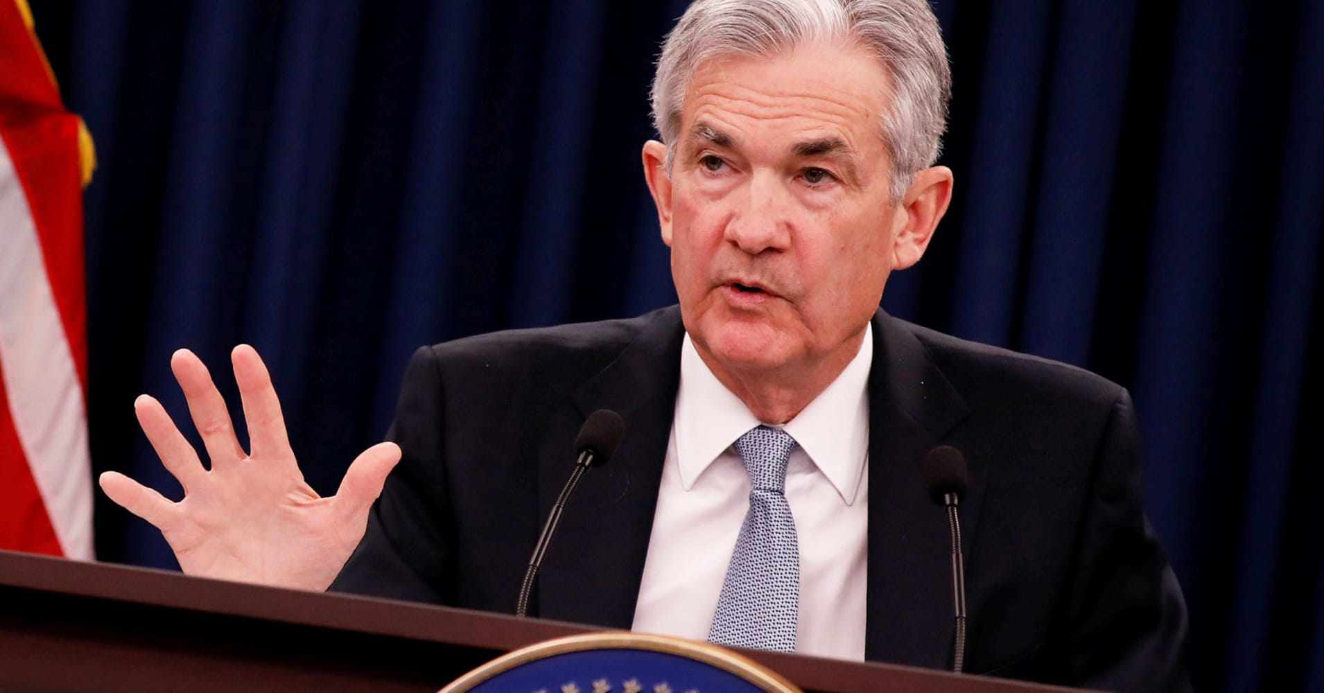 Fed leaves rates unchanged, notes slowing in business investment