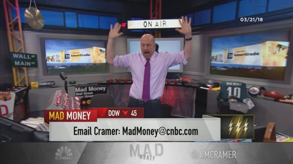 Cramer's lightning round: Watch the technicals with Canada Goose's stock