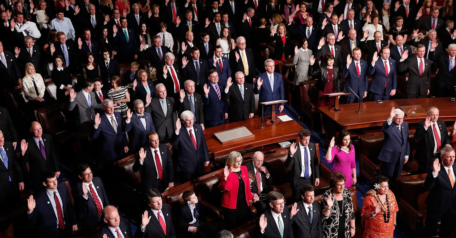 Members of the 115th U.S. Congress take their oath of office on the floor of the House of Representaives January 3, 2017 in Washington, DC.