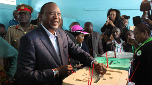 Kenyan President Uhuru Kenyatta pictured in the capital Nairobi casting his vote during the general election on August 8, 2017.