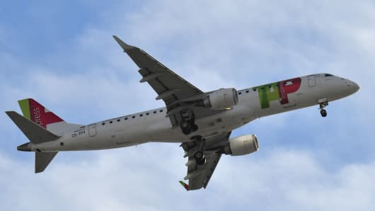 A TAP Air Portugal plane gets ready to land on November 23, 2017 in Nantes, western France.