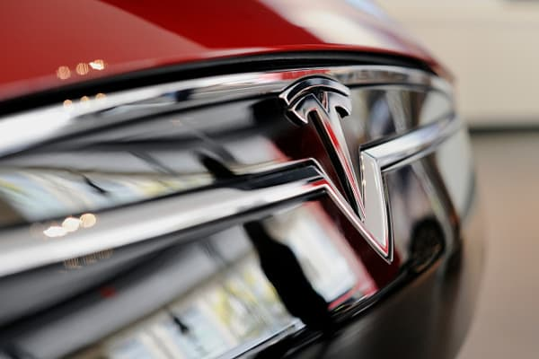 Tesla slows deliveries to Norway