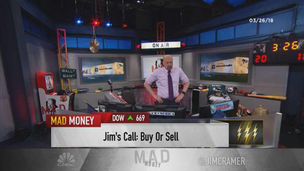 Cramer's lightning round: Buy AT&T—I think it'll win the DOJ lawsuit