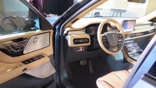 Lincoln Aviator interior