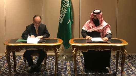 SoftBank CEO Masayoshi Son and Saudi Crown Prince Mohammed bin Salman signing a memorandum of understanding between Saudi Arabia's Public Investment Fund and the SoftBank Vision Fund.