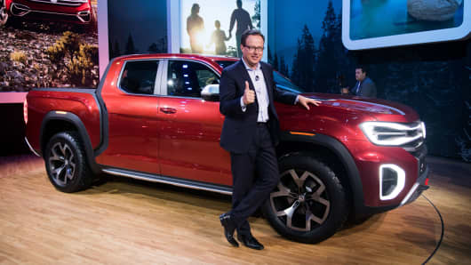 A Volkswagen Pickup Truck Vw Stuns New York Auto Show With Atlas Tanoak Concept Vehicle