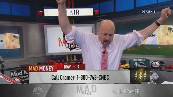 Cramer's lightning round: The tariff-plagued Deere is a long-term play
