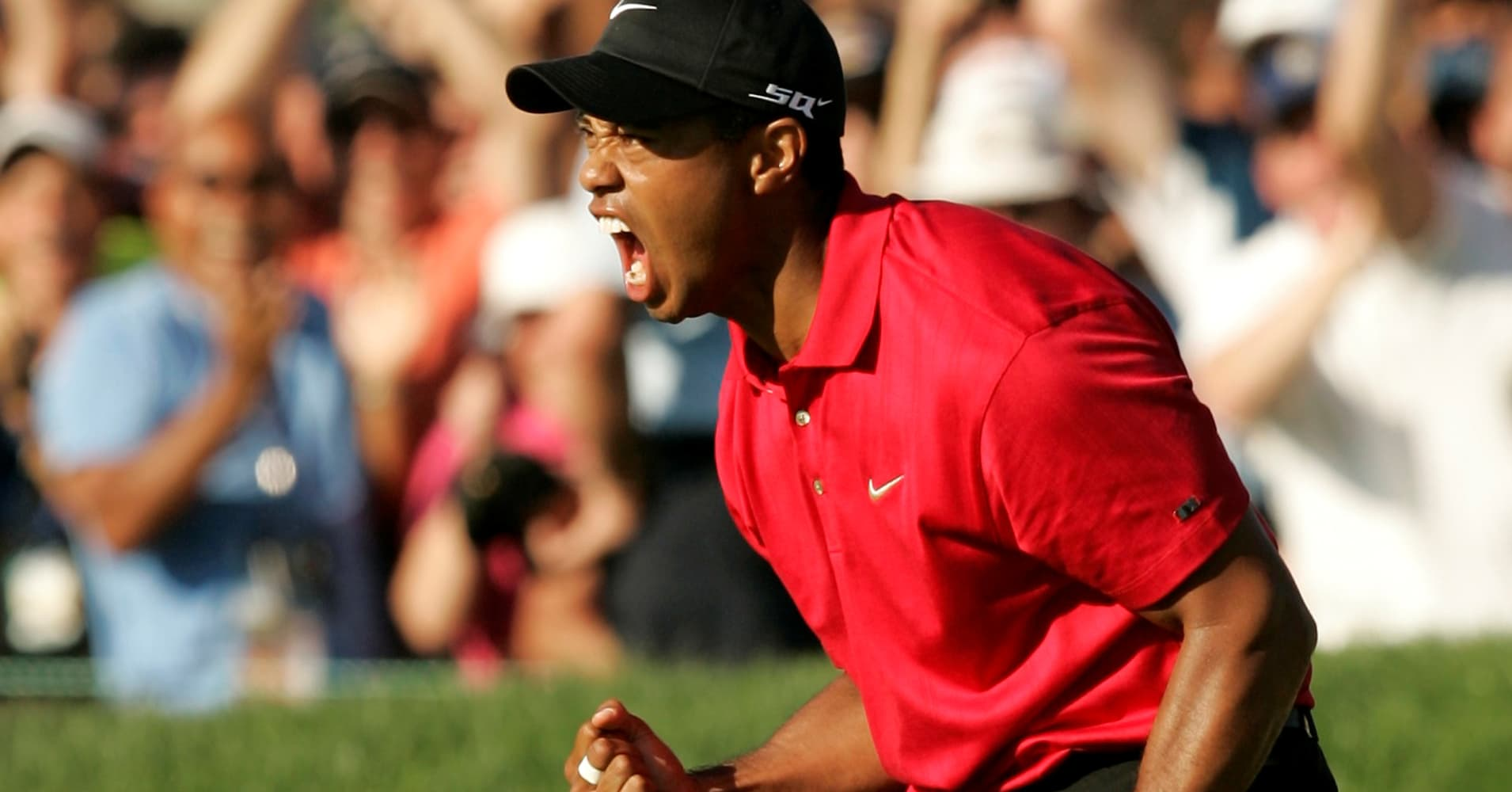 U.S. golfer Tiger Woods celebrates after making a birdie on the 18th hole during the final round of the U.S. Open golf championship at Torrey Pines in San Diego June 15, 2008.