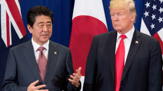 Japan's Prime Minister Shinzo Abe talks to US President Donald Trump during the opening ceremony of the 31st Association of Southeast Asian Nations (ASEAN) Summit in Manila on November 13, 2017.