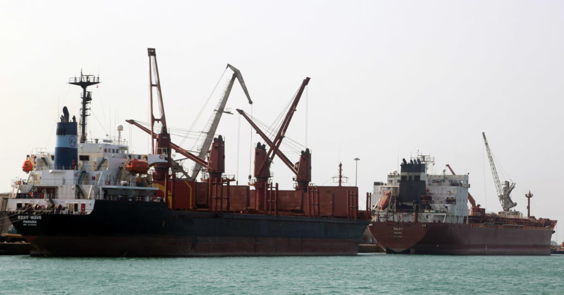 Arab states launch biggest assault of Yemen war with attack on main port