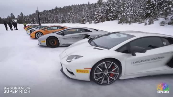 A $400K Lamborghini shreds some ice at the Winter Accademia 2018