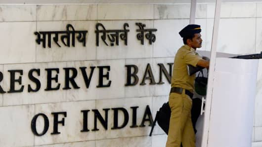 An Indian policeman stands guard at the entrance of the Reserve Bank of India (RBI) head office in Mumbai on October 4, 2017.