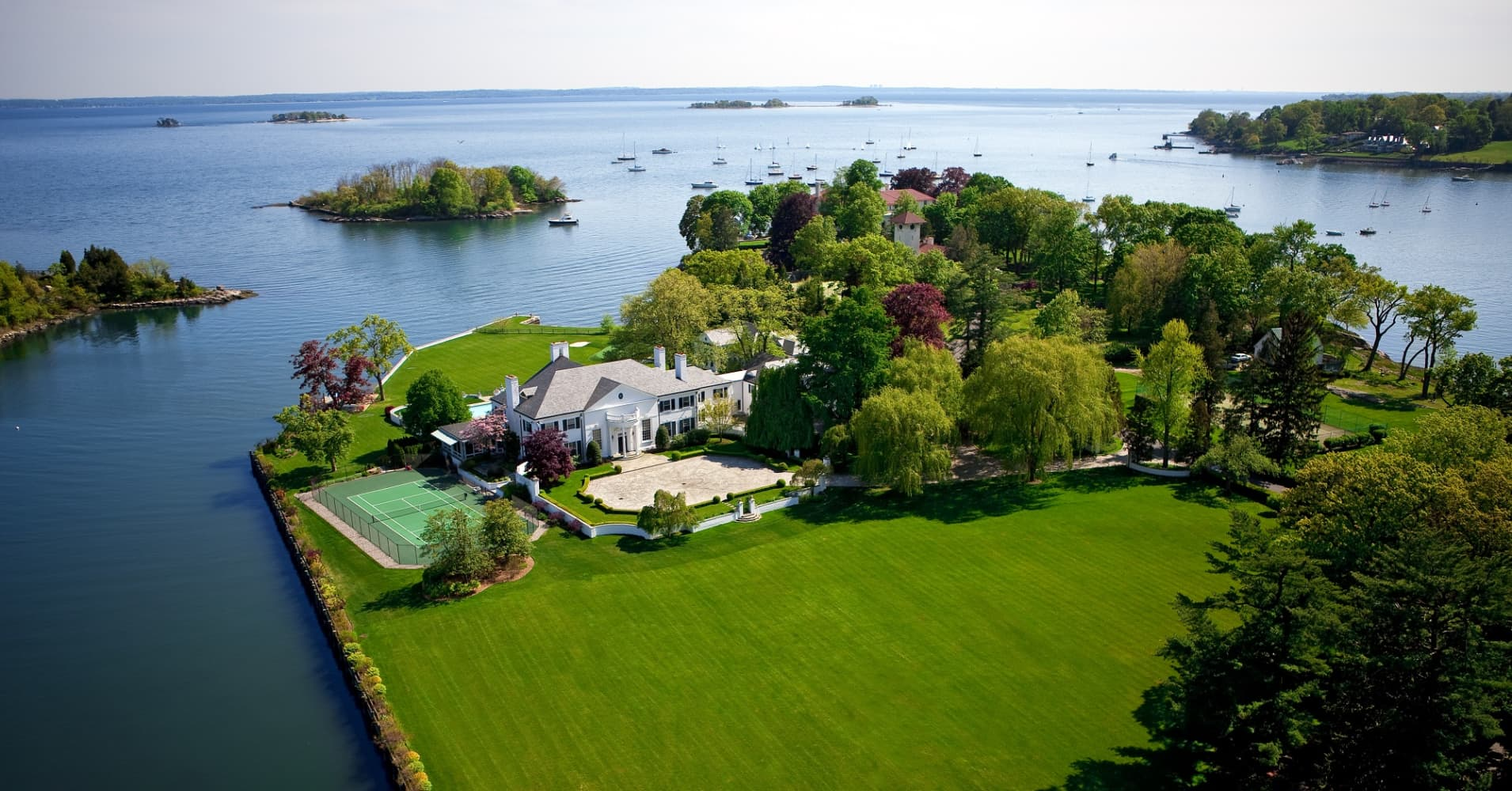 pictures of donald trump s former connecticut mansion