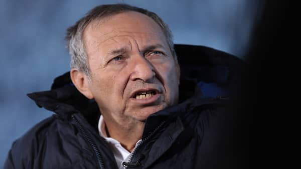 Larry Summers: Tariffs are 'stop or I'll shoot myself in the foot' policy
