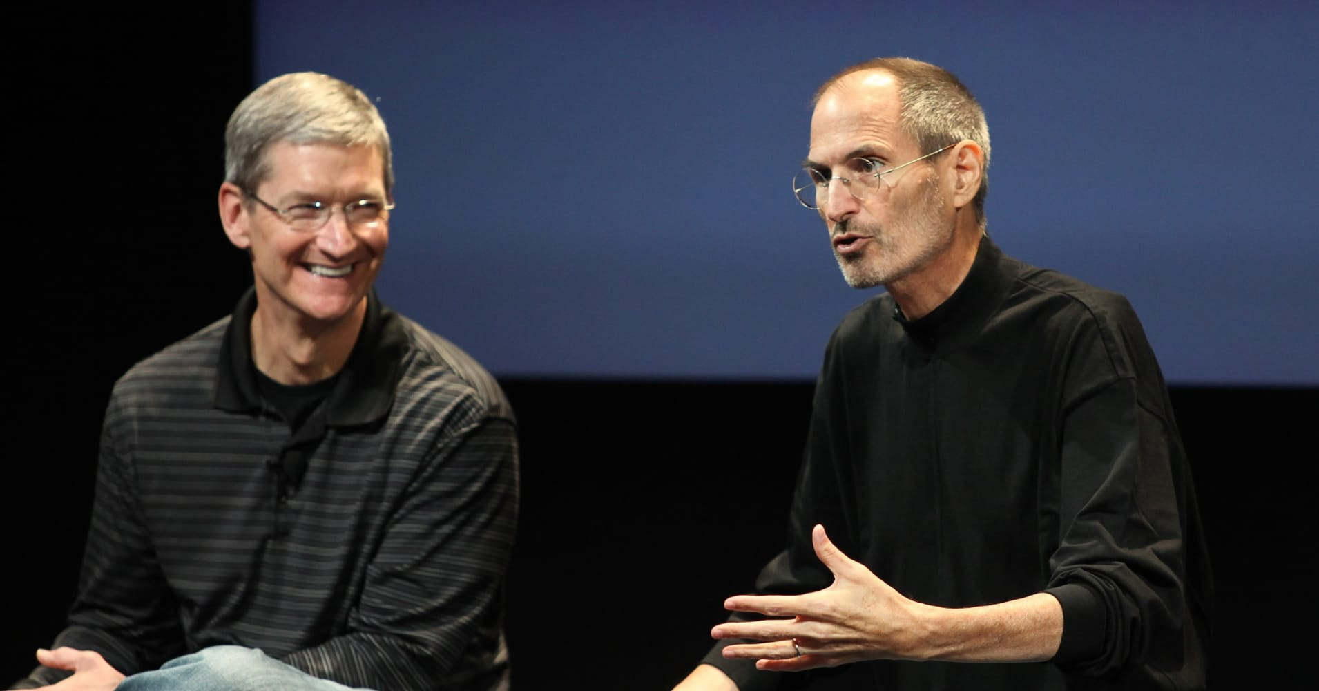 Tim Cook (left) and Steve Jobs in 2010.