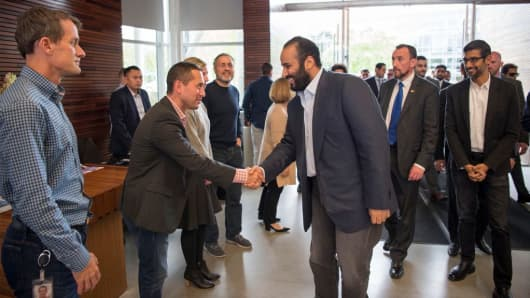 Google Android exec Hiroshi Lockheimer shakes hands with Saudi Crown Prince Mohammad bin Salman at Google headquarters in April 2018.