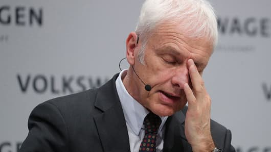 Resultado de imagen para VW considers replacing chief executive Matthias Mueller