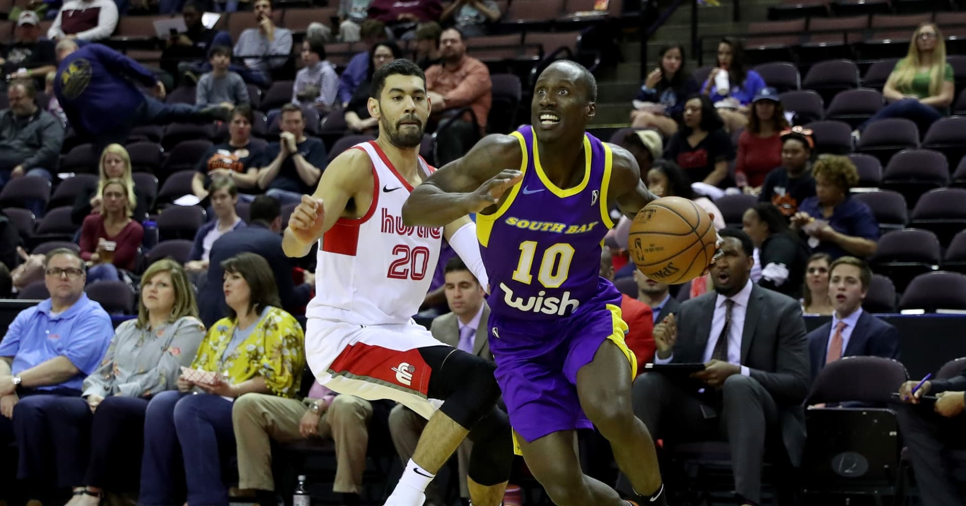 Andre Ingram #10 of the South Bay Lakers passes the ball during the game against the Memphis Hustle during a NBA G-League game on March 23, 2018 at Landers Center in Southaven, Mississippi