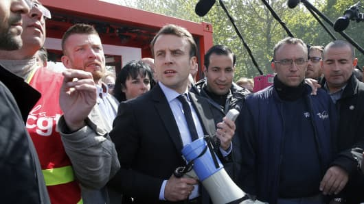 President of the political movement 'En Marche !' (Onwards !) and French presidential election candidate Emmanuel Macron meets strike employees of Whirlpool on April 26, 2017 in Amiens, France.
