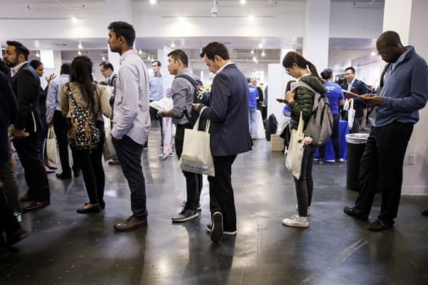 Initial jobless claims down 9,000 to 233,000