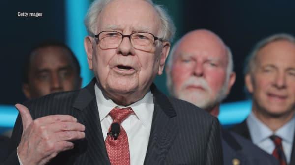 Warren Buffett warned students not to borrow money like Donald Trump