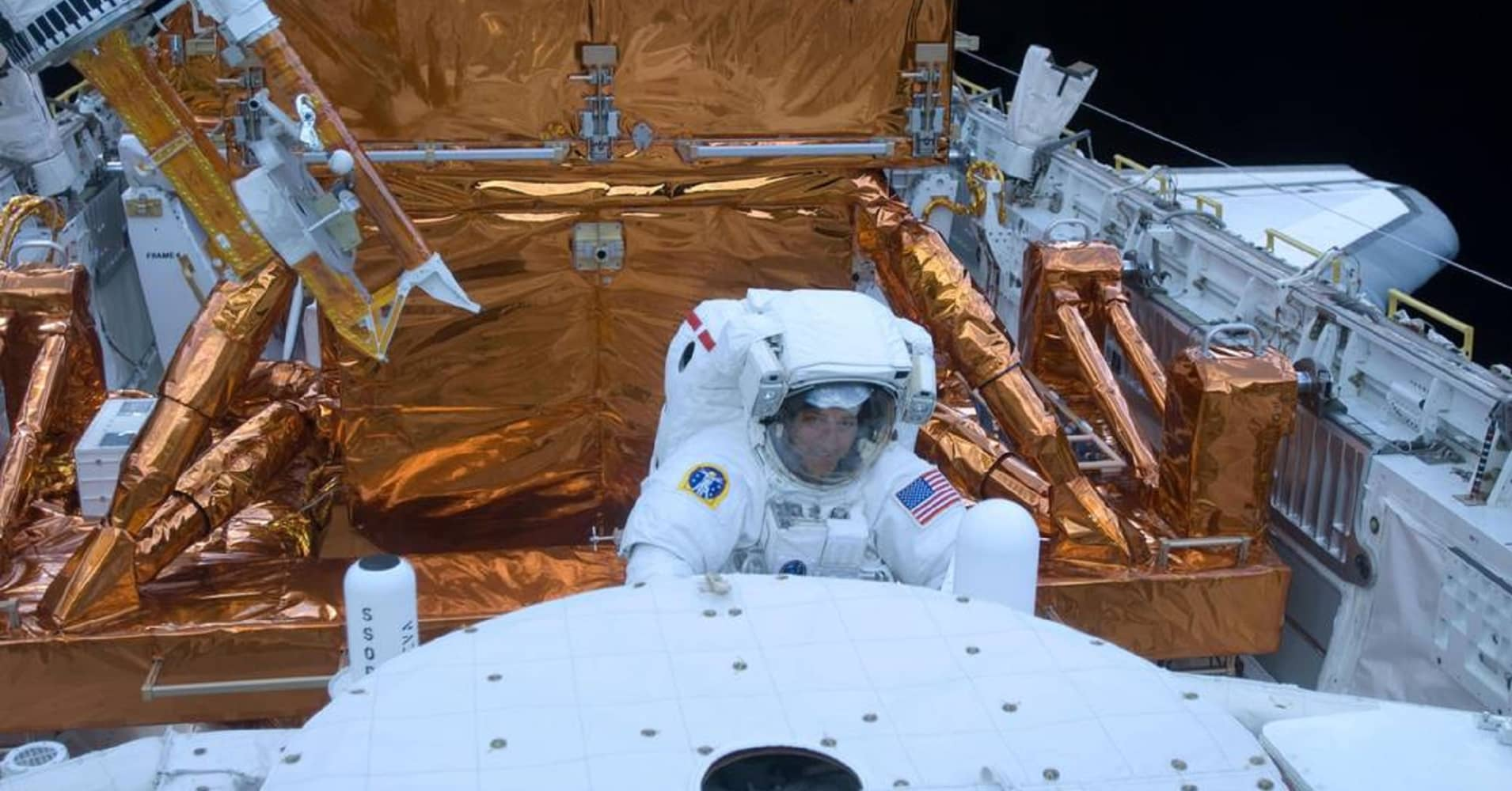 STS-125 Mission Specialist Mike Massimino works with the Hubble Space Telescope in the cargo bay of the Earth-orbiting space shuttle Atlantis on May `15, 2009.