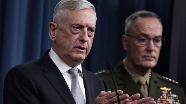 Defense Secretary Jim Mattis (L) and Chairman of the Joint Chiefs of Staff Gen. Joseph Dunford (R) brief members of the media on Syria at the Pentagon April 13, 2018 in Arlington, Virginia.