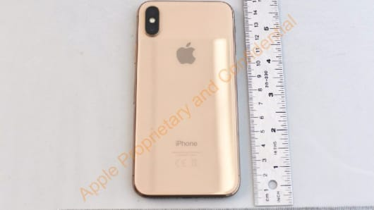 A newly-released Federal Communications Commission (FCC) filing shows a gold version of the iPhone X.