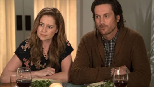 "Jenna Fischer and Oliver Hudson from the show ""Splitting Up Together""."