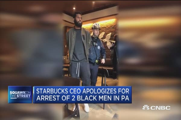 Starbucks CEO apologizes for arrest of two shadowy men in Pennsylvania