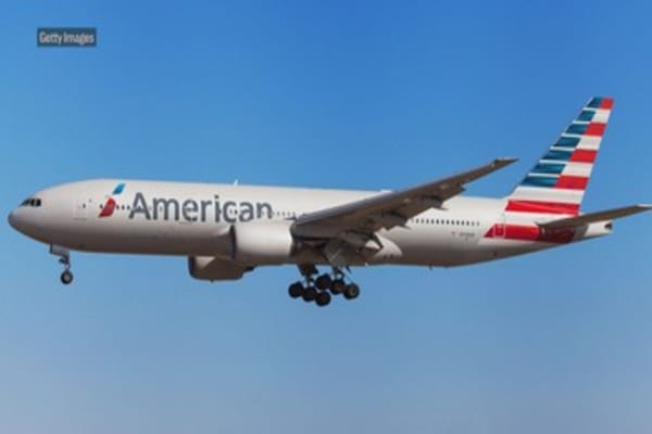American Airlines resumes flights over Russia