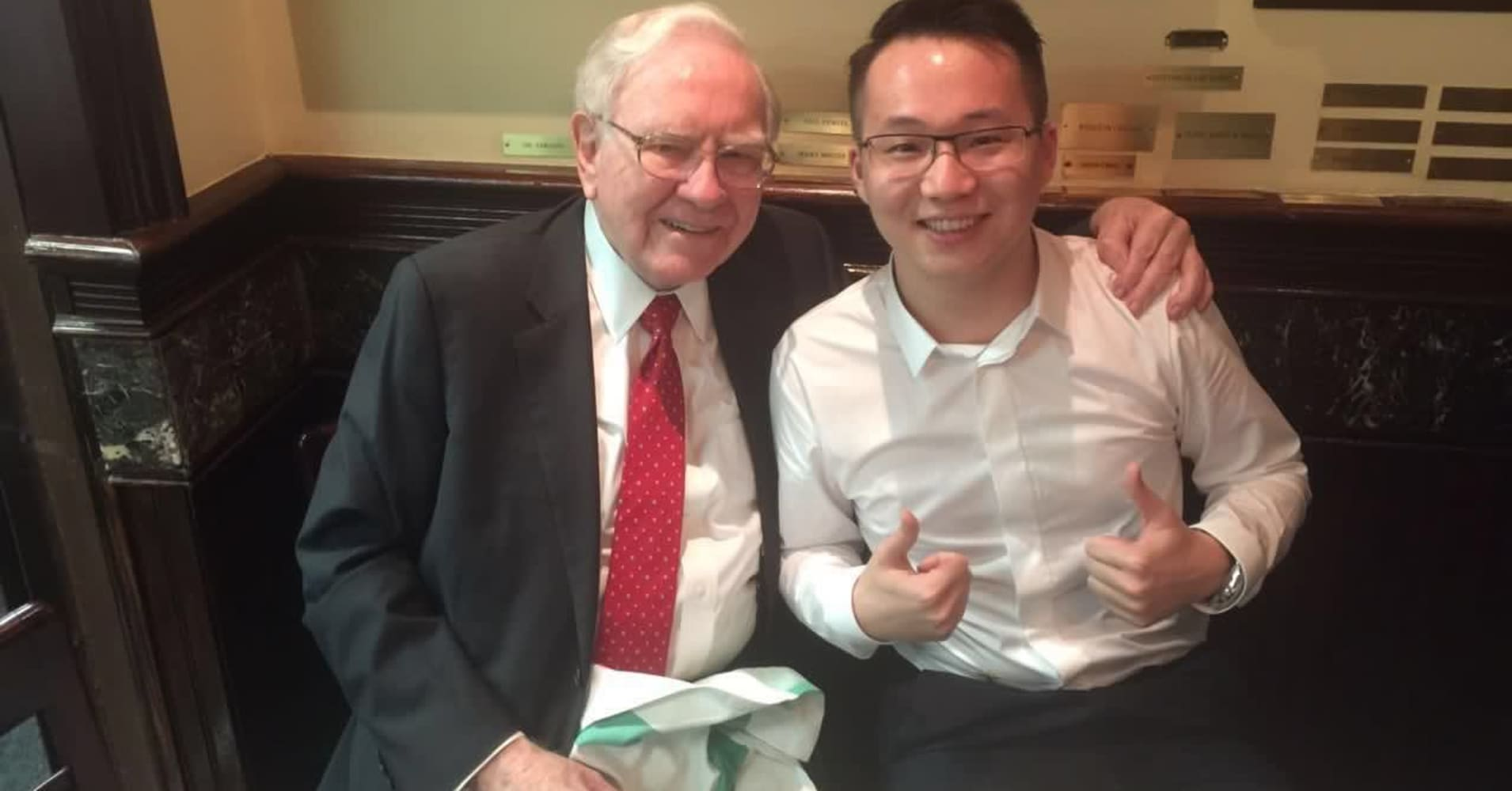 An entrepreneur won a lunch with Warren Buffett. Now he's looking to beat him with cryptocurrency
