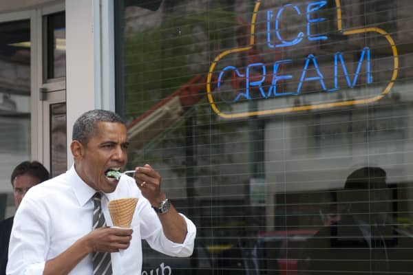 Barack Obama eats mint chocolate chip ice cream in Cedar Rapids, Iowa in 2012