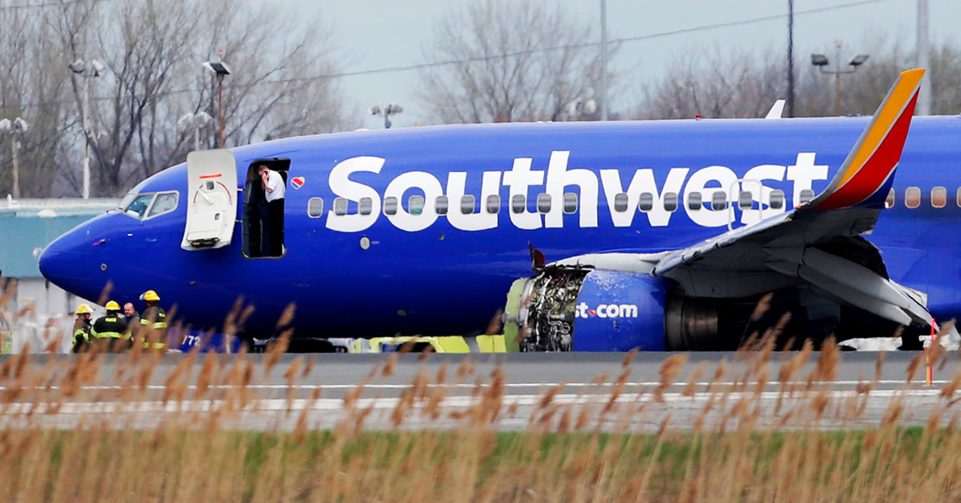Southwest flight makes emergency landing in Philadelphia after engine damaged