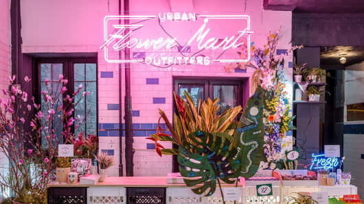 Appear Here helped Urban Outfitters open its own pop-up shop for flowers.