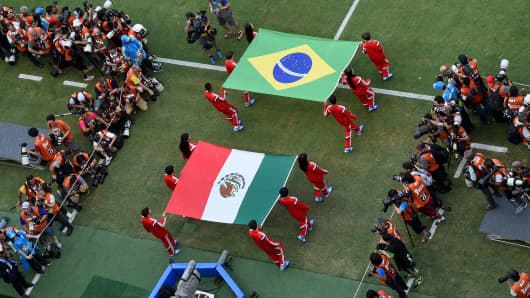 Flag bearers carry the Mexican and Brazilian flags.