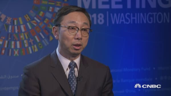 A cloud is hanging over global economy, IMF's Zhang says