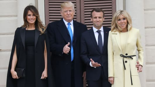 first lady Melania Trump, husband US President Donald Trump, French President Emmanuel Macron and his wife first lady Brigitte Macron pose at Mount Vernon, the estate of the first US President George Washington, in Mount Vernon, Virginia, April 23, 2018.