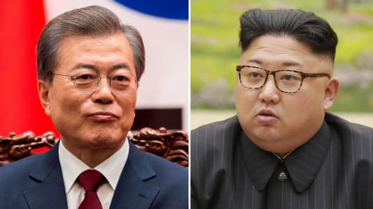 South Korean President Moon Jae (l) and North Korea leader Kim Jong-Un.
