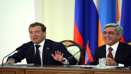 Russian former President Dmitry Medvedev (L) and his Armenian counterpart Serzh Sarksyan (R) attend a news conference in Yerevan on August 20, 2010, when Armenia and Russia signed a deal extending the presence of Russian forces in the ex-Soviet republic by decades, bolstering M   oscow's military clout in the strategic South Caucasus region.