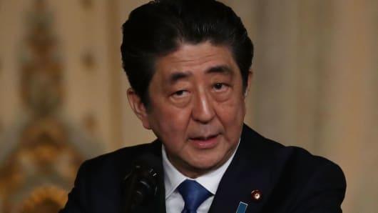 Japanese Prime Minister Shinzo Abe speaks at Mar-a-Lago resort on April 18, 2018.