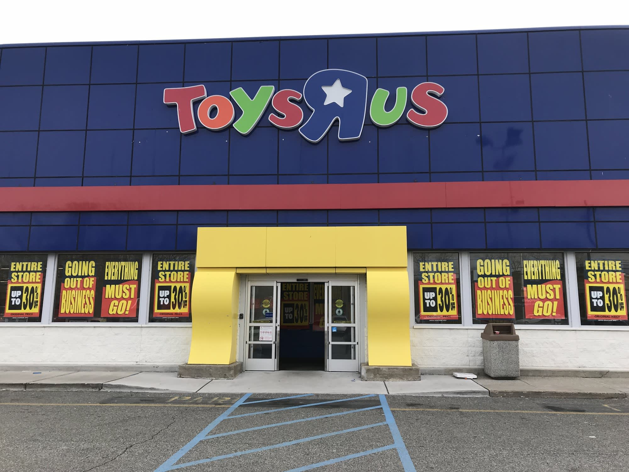 Former Toys R Us Ceo Reportedly Considering Reviving The Toy Retailer